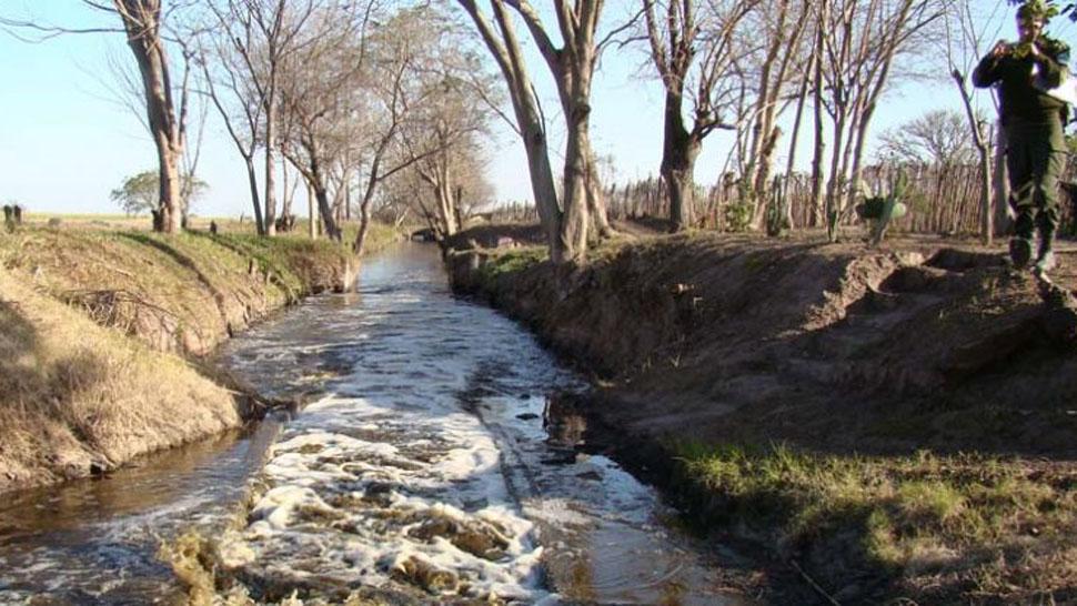Canal contaminado en Santiago del Estero - Gendarmería Nacional